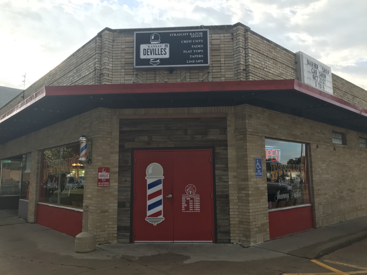 De'Ville's Barber Shop and Shaving Parlor