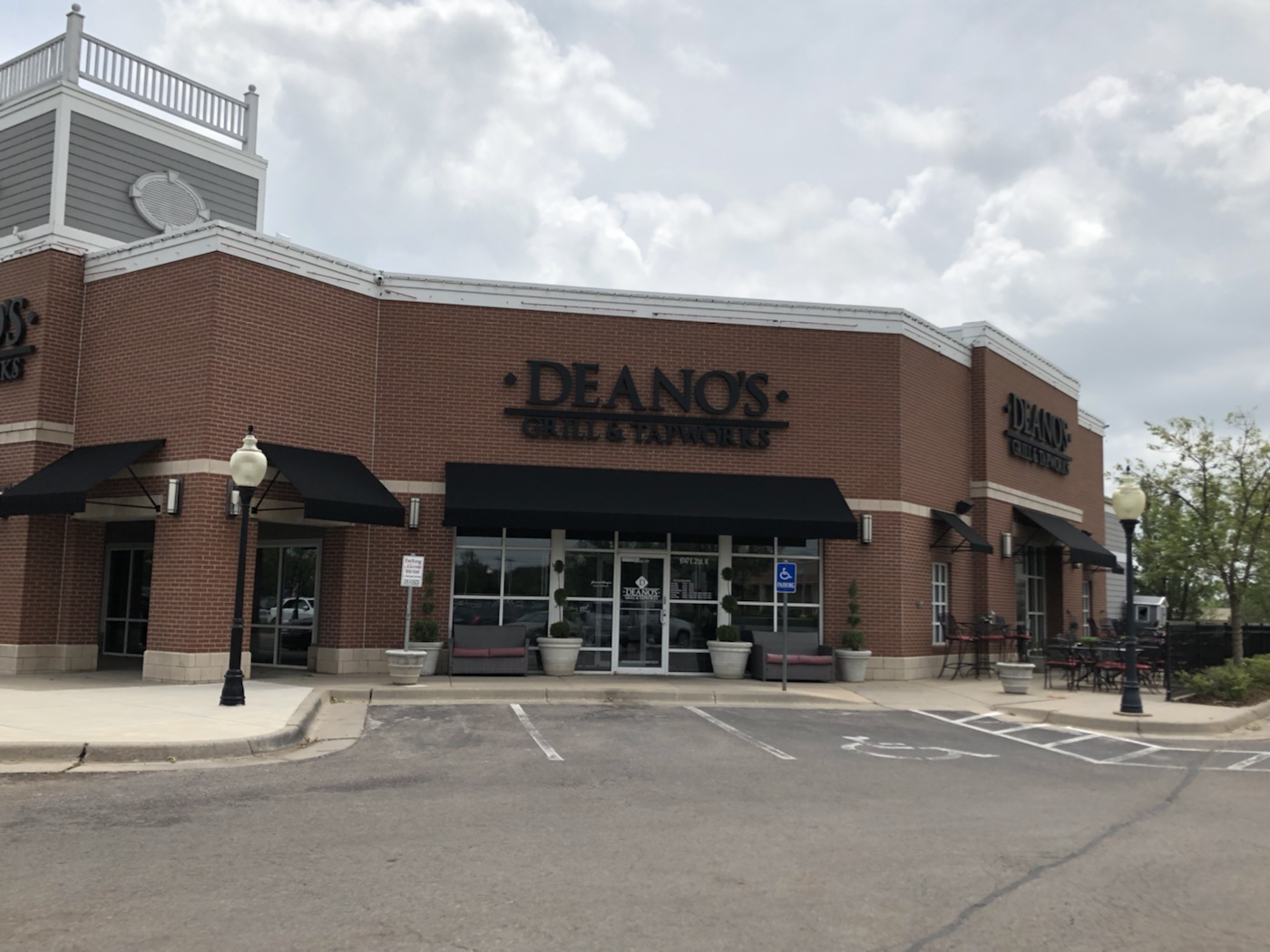 Deano's Grill & Tapworks